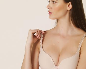 """Menší prsa nejsou vždy """"Ačka"""" aneb rychloplastika"""