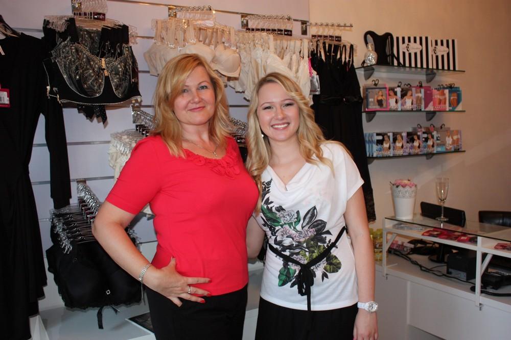 Majitelky obchodu: Irena (vlevo) s dcerou Karolinou při oslavě otevření první kamenné prodejny